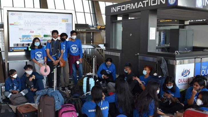 ওয়াশিংটন ডুলস আন্তর্জাতিক বিমানবন্দরে (আইএডি) বাংলাদেশি নাগরিকরা। ছবি-সংগৃহীত