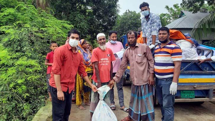 মুরাদনগরে অসহায়দের মাঝে 'জাগ্রত সিক্সটিনের' সহায়তা