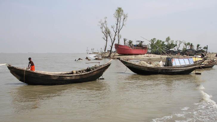 আম্পানের ১৫ ঘণ্টা তাণ্ডব: ব্যাপক ক্ষতি ২৬ জেলায়