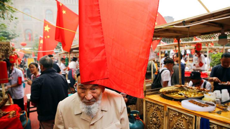 উইঘুর নির্যাতন: চীনা কর্মকর্তাদের বিরুদ্ধে নিষেধাজ্ঞা বিল ট্রাম্পের টেবিলে
