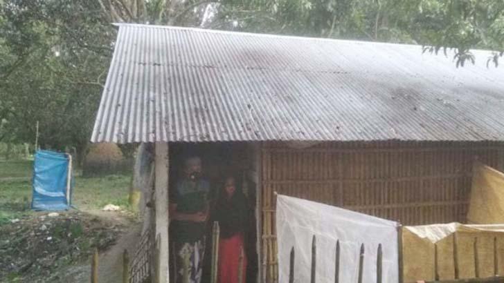 চাঁপাইয়ে করোনায় আক্রান্ত দম্পতিকে গ্রামছাড়া