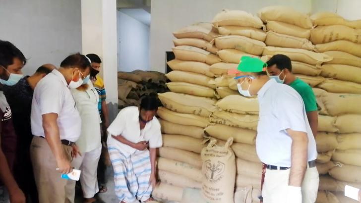 চুয়াডাঙ্গায় ব্যবসায়ীর গুদামে ১২৬৬ বস্তা সরকারি চাল