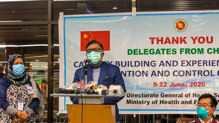 হযরত শাহজালাল আন্তর্জাতিক বিমানবন্দরের ভিআইপি লাউঞ্জে ব্রিফ করছেন স্বাস্থ্যমন্ত্রী জাহিদ মালেক স্বপন। ছবি: সংগৃহীত