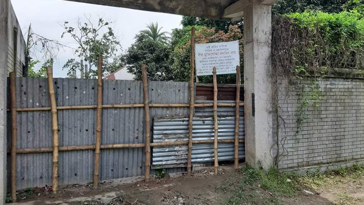 মুক্তিযোদ্ধার জমিতে ঢোকার পথে বেড়া দিলেন বিএনপি নেতা