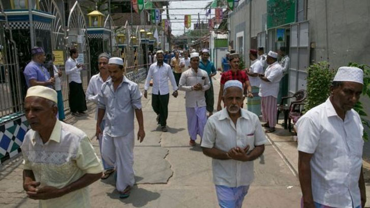 শ্রীলংকায় মৃত মুসলিমদের কববের বদলে পোড়ানো হচ্ছে
