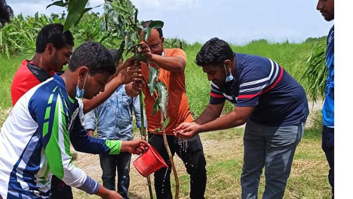 মুজিববর্ষ উপলক্ষে মানিকগঞ্জে ছাত্রলীগের বৃক্ষরোপণ