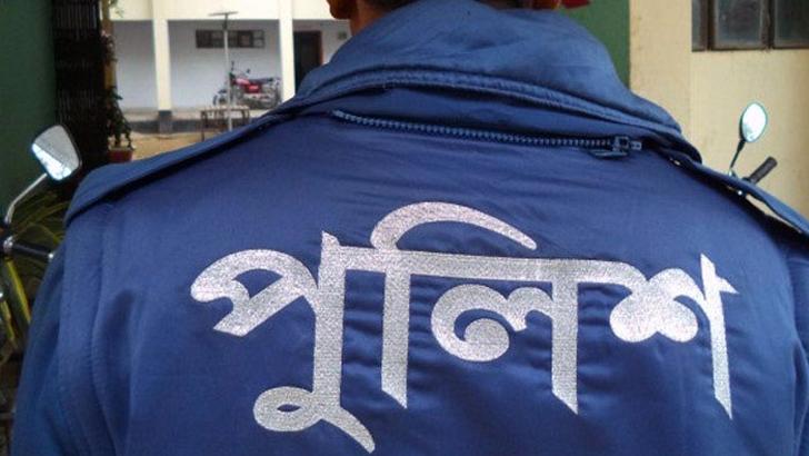 বানারীপাড়ায় মোটরসাইকেলের লুকিং গ্লাস ভাঙায় মারধর, ২ পুলিশ প্রত্যাহার