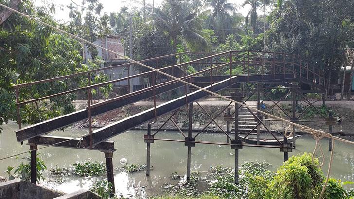 দেড় বছর ধরে বন্ধ শ্রীমন্ত নদীর ওপর সেতুটির নির্মাণ কাজ