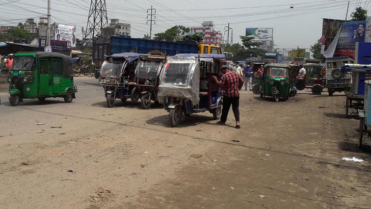 ঢাকা-নারায়ণগঞ্জ লিংকরোড যেন ইজিবাইকের সড়ক