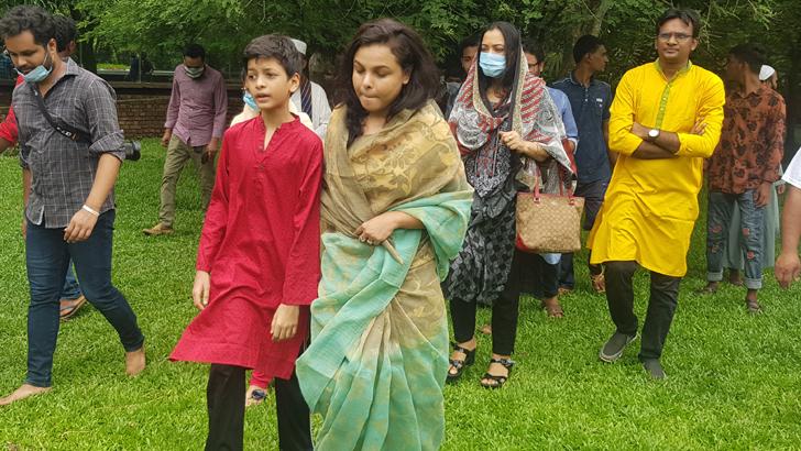 নুহাশপল্লীতে হুমায়ূন আহমেদের মৃত্যুবার্ষিকী পালন