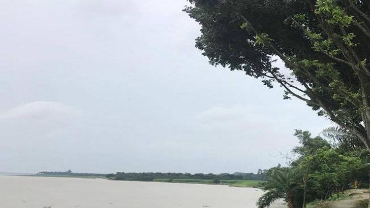 গাইবান্ধার সাদুল্লাপুরে বাঁধ ভেঙে ২০ পরিবার পানিবন্দি