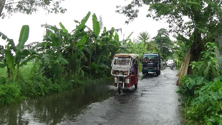 শরীয়তপুর-ঢাকা মহাসড়ক পানিতে তলিয়ে যানবাহন চলাচল বন্ধ