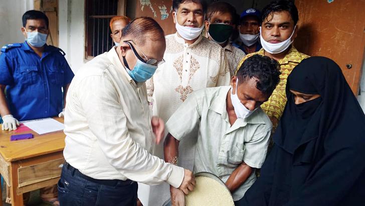 কুমিল্লায় ঈদ উপলক্ষে খাদ্যসামগ্রী বিতরণ