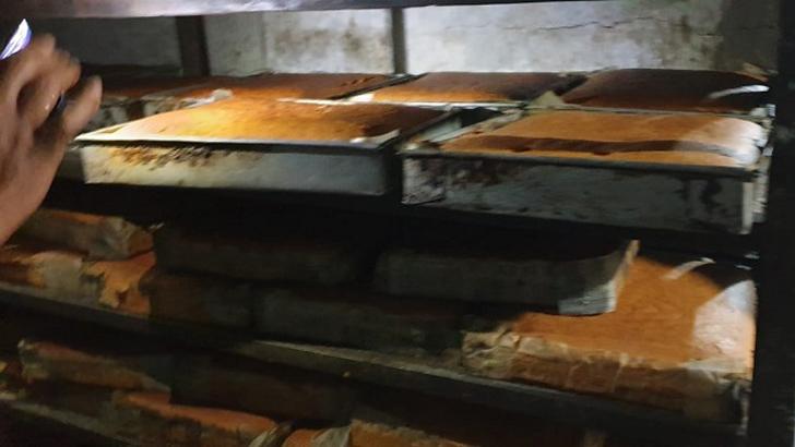 নওগাঁয় ৩ বেকারিকে এক লাখ টাকা জরিমানা
