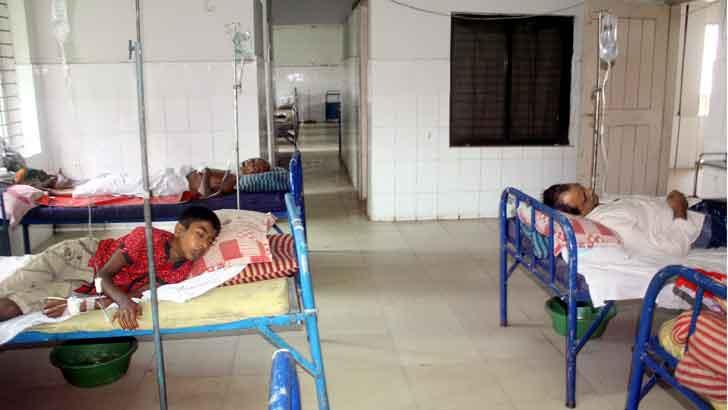 বেঞ্চে বসা নিয়ে সংঘর্ষ, মদনে পুলিশসহ আহত ২৫
