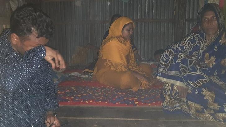 মসজিদে বিস্ফোরণে নিহত বাবা-ছেলে, স্বজনদের আর্তনাদ যেন থামছে না