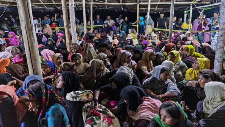 ছয় মাস সাগরে ভেসে অবশেষে ইন্দোনেশিয়ায় ঠাঁই হলো ৩০০ রোহিঙ্গার