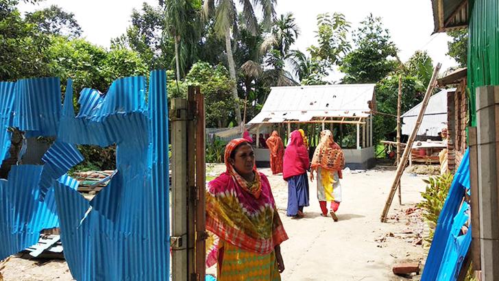এমপির নামে কটূক্তি করায় বাড়িঘরে হামলা ভাংচুর লুটপাট