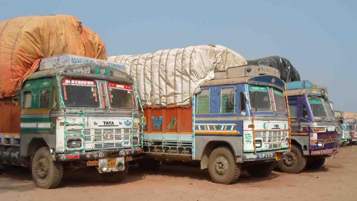 পেঁয়াজবোঝাই ৪০০ ট্রাক বাংলাদেশে প্রবেশের অপেক্ষায়