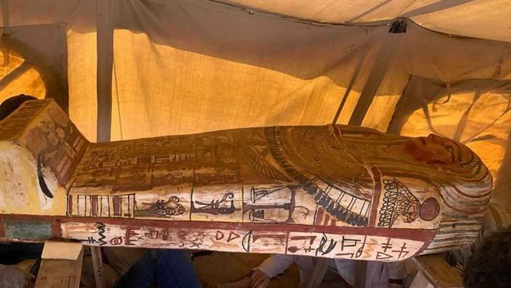 আড়াই হাজার বছরের পুরনো কফিনের সন্ধান মিসরে