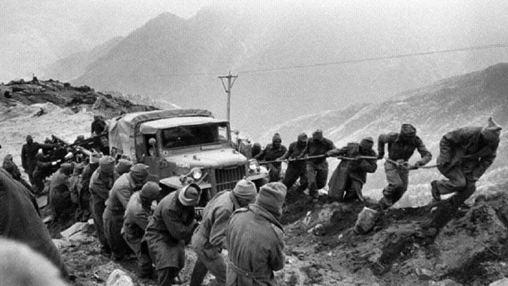 ১৯৬২ সালের এই দিনে চীন-ভারত যুদ্ধ শুরু হয়।