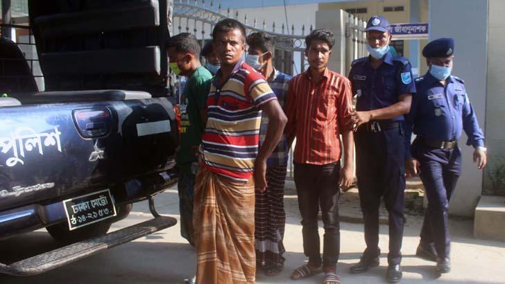 মির্জাপুরে ৬ কোটি টাকার ভারতীয় শাড়িসহ মালামাল উদ্ধার