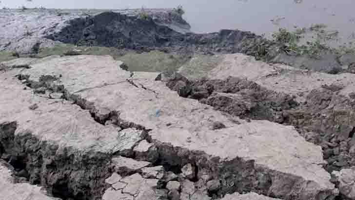 পাইকগাছায় হিতামপুরের কপোতাক্ষ নদে ভাঙন: আতঙ্কে ৫ গ্রামের