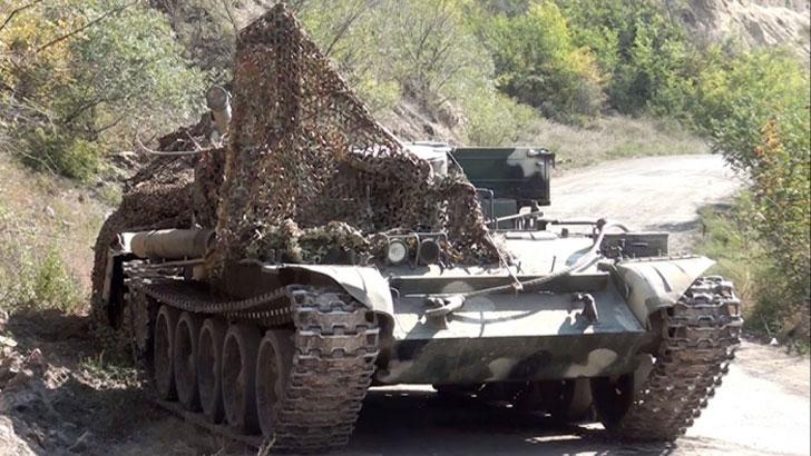 যুদ্ধ ময়দানে ট্যাংক-গোলা রেখে পালাল আর্মেনীয় বাহিনী (ভিডিও)