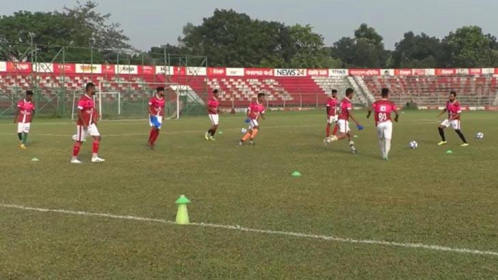 ভারতীয় কোচের নেতৃত্বে আরামবাগের ফুটবল ক্যাম্প নীলফামারীতে
