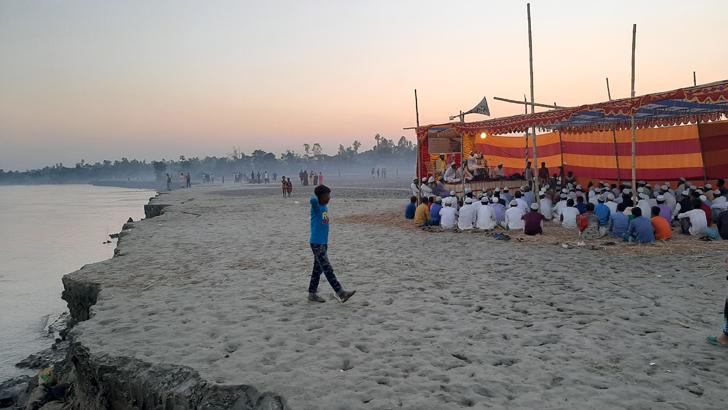 'আল্লাহ যমুনার ভাঙ্গা ঠ্যাকা দ্যাও, আংগোরে বাঁচাও'