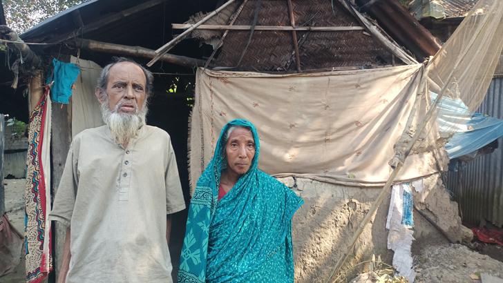 বৃদ্ধ নোমান আলী ও তার স্ত্রী সুফিয়া খাতুন