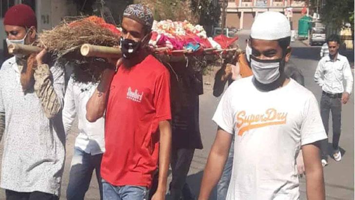 পশ্চিমবঙ্গে হিন্দু বৃদ্ধের সৎকার করলেন মুসলিমরা প্রতিবেশীরা