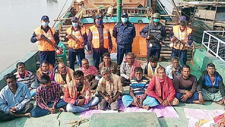 বাংলাদেশ জলসীমা থেকে ট্রলারসহ ১৬ ভারতীয় জেলে আটক