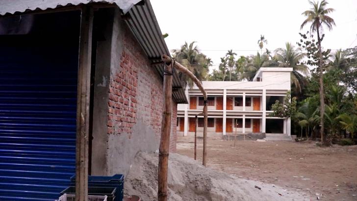 বিদ্যালয়ের জমি দখল করে একটি দোকানঘর নির্মাণ করা হয়েছে।
