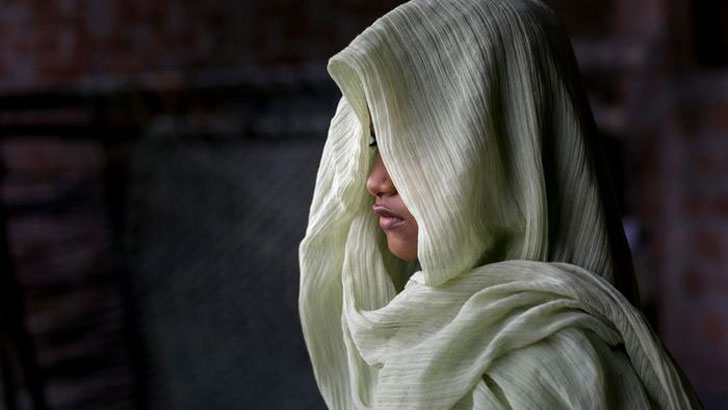 ধর্ষণ প্রমাণে 'টু ফিঙ্গার টেস্ট' নিষিদ্ধ করল পাকিস্তানের আদালত