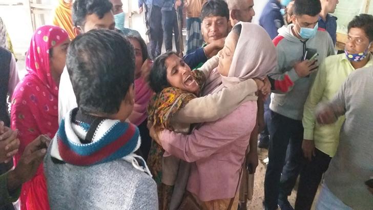 গাজীপুরে কলোনিতে ভয়াবহ আগুন, ৪ জনের মৃত্যু