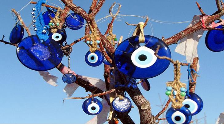 তুরস্কে নিষিদ্ধ হলো জনপ্রিয় 'শয়তানের চোখ' তাবিজ