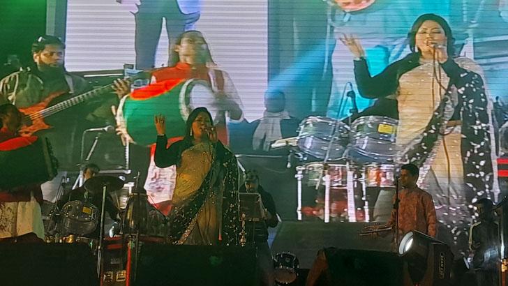 আব্দুল কাদের মির্জার নাগরিক সংবর্ধনায় সংগীত পরিবেশন করেছেন জনপ্রিয় কণ্ঠশিল্পী মমতাজ বেগম এমপি