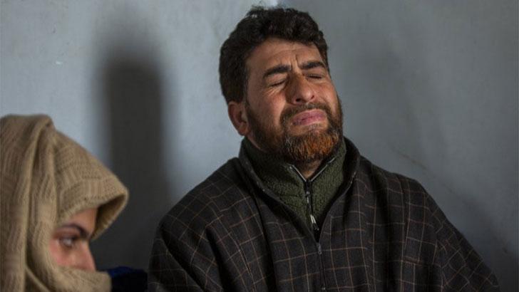 কাশ্মীরে সন্তানের লাশ চাওয়ায় বাবার বিরুদ্ধে রাষ্ট্রদ্রোহ মামলা