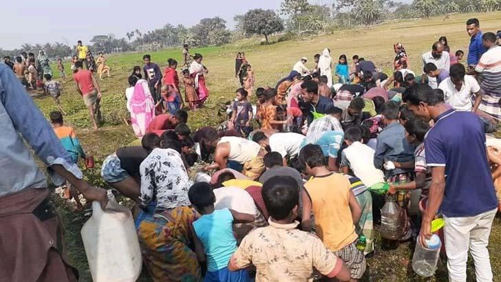 হতাহতদের নিয়ে নয়, লরির তেল হরিলুটে ব্যস্ত সবাই