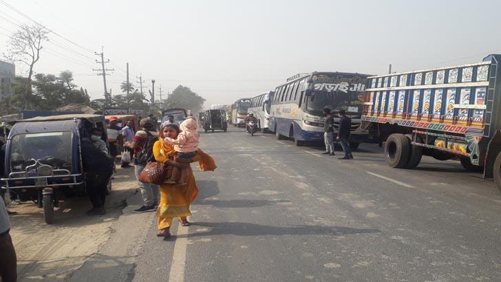 দৌলতদিয়া-পাটুরিয়া, পারাপারের অপেক্ষায় শত শত যানবাহন