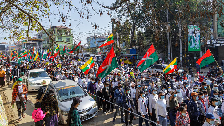 সেনা অভ্যুত্থানের ২১ দিন পর সবচেয়ে বড় বিক্ষোভ হলো মিয়ানমারে। মিয়ানমারজুড়েই ধর্মঘট। ছাত্র-শিক্ষক, চিকিৎসক-নার্স,