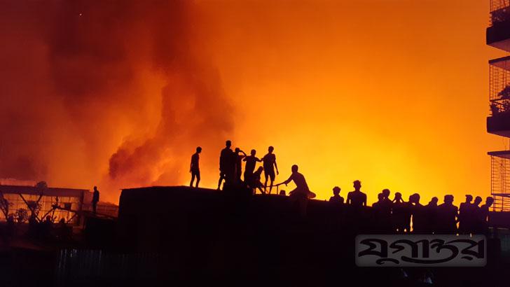 রূপগঞ্জে টেক্সটাইল মিলে ভয়াবহ আগুন