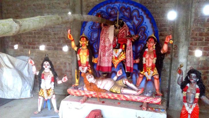 নেত্রকোনার দুর্গাপুরে প্রতিমা ভাঙচুরের অভিযোগ