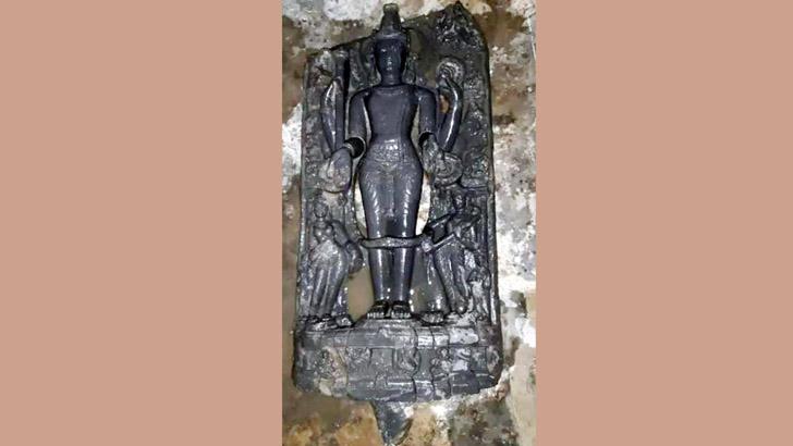 রাজশাহীর পুকুরে ৬০ কেজি ওজনের বিষ্ণুমূর্তি