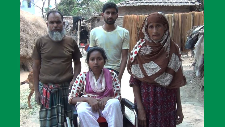 বাবা, মা ও ভাইয়ের সঙ্গে শাহিমা সুলতানা সেউতি