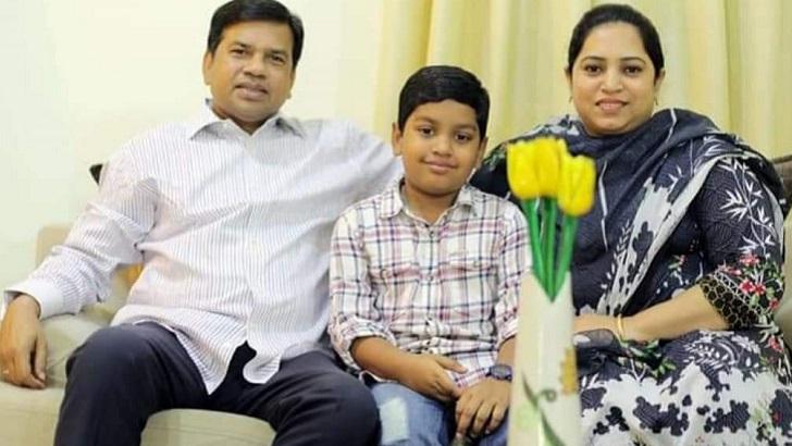 স্ত্রী ও সন্তানের সঙ্গে অ্যাডভোকেট পীর ফজলুর রহমান মিসবাহ এমপি