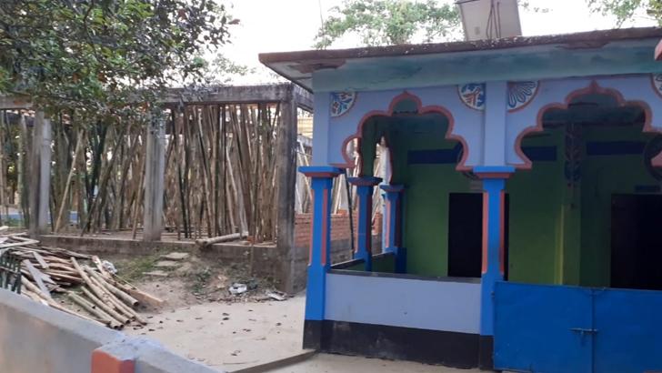 ২০০ বছরের মসজিদ পুনর্নির্মাণে বাধা বিএসএফের, উত্তেজনা