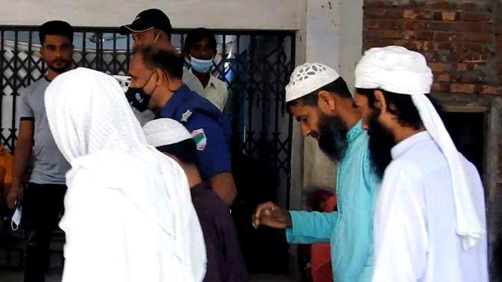 বাড়িতে ধর্মান্তরিতের চিঠি: মুসলিম জামাতের ৪ কর্মী রিমান্ডে