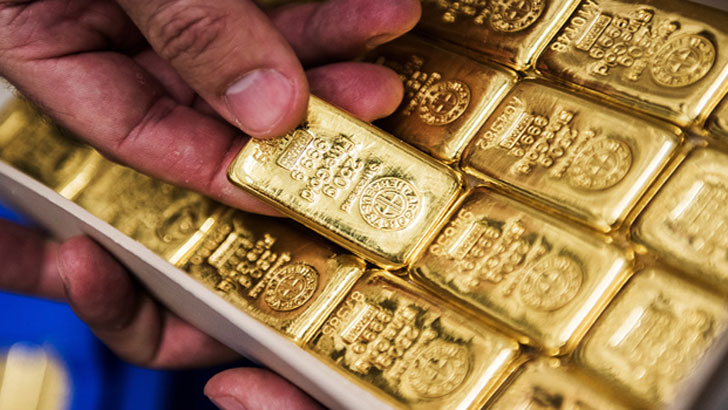 শাহজালালে ৭০ লাখ টাকার স্বর্ণসহ বিমানের কর্মচারী আটক